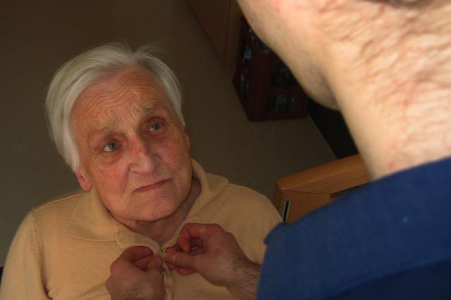 Zdjęcie opieki nad osobami starszymi i pielegnacji odlezyn firmy Jesień Wieku