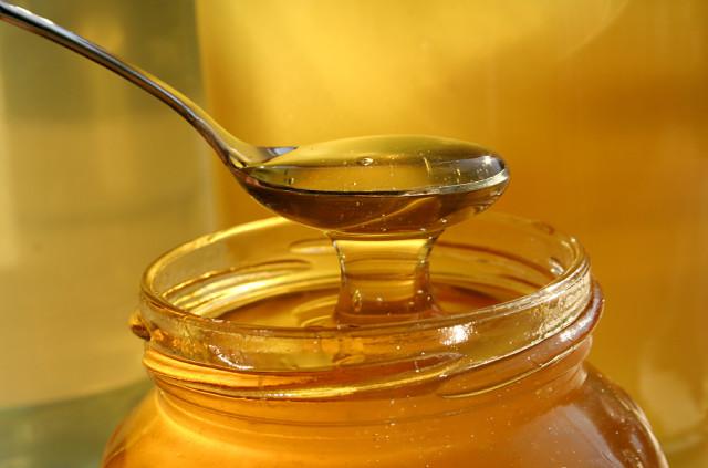Zdjęcie do artykułu Dlaczego lepiej slodzic miodem niz cukrem magazynu Jesieni Wieku